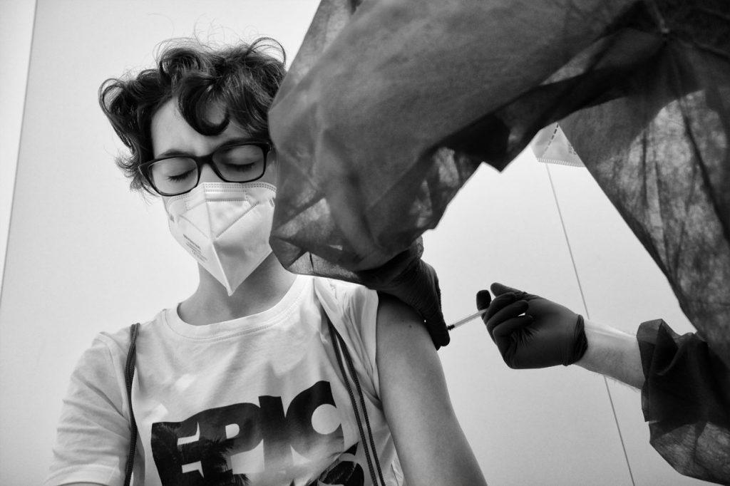 vaccino covid-19 ragazzi